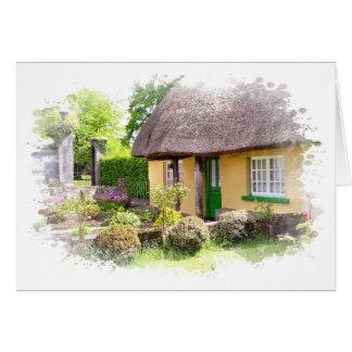 Tarjeta cubierta con paja irlandesa de la cabaña
