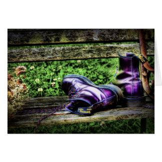Tarjeta de botas púrpura
