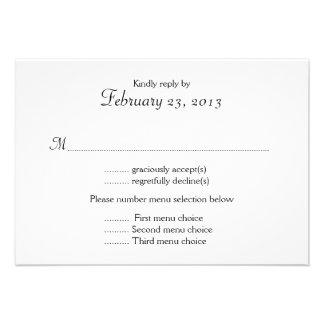 Tarjeta de contestación blanco y negro del boda de comunicados personalizados