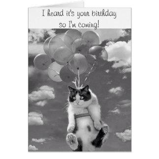 Tarjeta de cumpleaños con el gato de vuelo