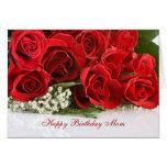 Tarjeta de cumpleaños de la mamá con los rosas roj