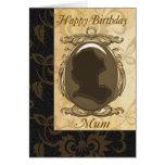 Tarjeta de cumpleaños de la momia con el camafeo