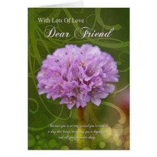 tarjeta de cumpleaños del amigo con la flor rosada