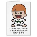 Tarjeta de cumpleaños del karate del muchacho lind