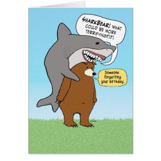Tarjeta de cumpleaños divertida del oso y del