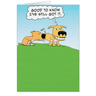 Tarjeta de cumpleaños divertida del perro el oler