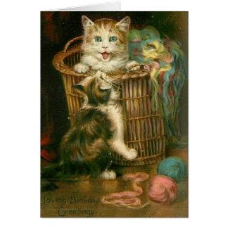 Tarjeta de cumpleaños juguetona de los gatitos del