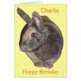 Tarjeta de cumpleaños linda del conejo