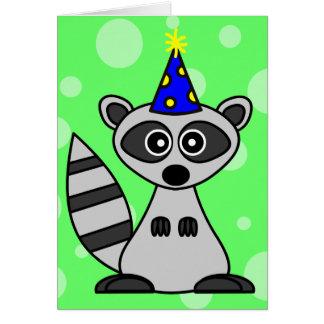 Tarjeta de cumpleaños linda del mapache del dibujo
