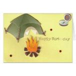 Tarjeta de cumpleaños que acampa