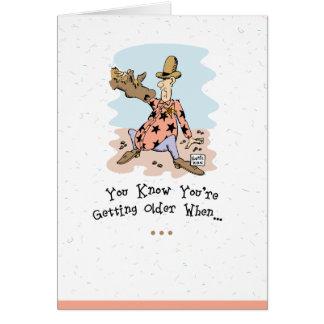 Tarjeta de cumpleaños vieja del individuo