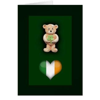 Tarjeta de felicitación afortunada del oso de pelu