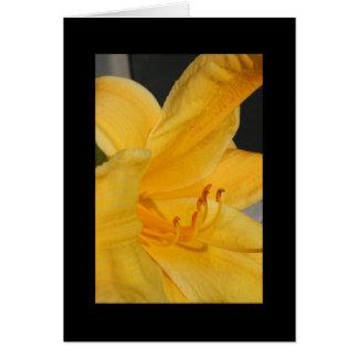 Tarjeta de felicitación amarilla de la flor del Da