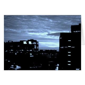 Tarjeta de felicitación azul de la ciudad