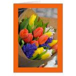 Tarjeta de felicitación colorida del ramo del tuli