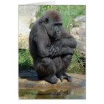 Tarjeta de felicitación de Gorila que se sienta