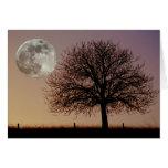 Tarjeta de felicitación de la luna y del árbol