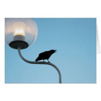 Tarjeta de felicitación del cuervo que habla