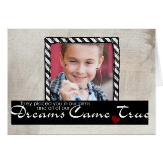tarjeta de felicitación del niño de la adopción