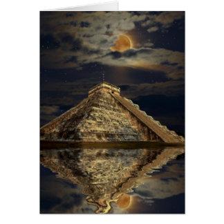 Tarjeta de felicitación maya del templo y de la lu
