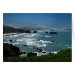 Tarjeta de felicitación rocosa de la costa
