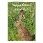 Tarjeta de felicitación tardía feliz del conejo de