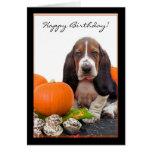 Tarjeta de Halloween Basset Hound del feliz cumple