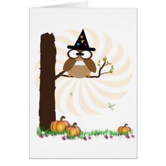 Tarjeta de Halloween del búho de la bruja