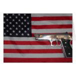 Tarjeta de la bandera americana y del arma