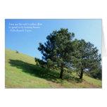 Tarjeta de la colina de dos árboles