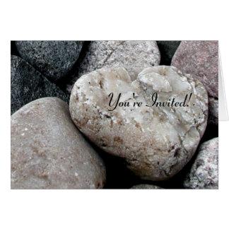 Tarjeta de la invitación de la roca del corazón