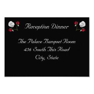Tarjeta de la recepción de los rosas rojos y comunicados personalizados