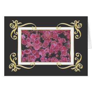 Tarjeta de los rosas del marco del oro