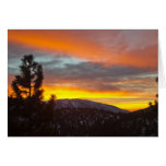 Tarjeta de Navidad alpina de la puesta del sol