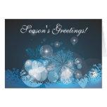 Tarjeta de Navidad azul abstracta de los copos de