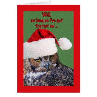 Tarjeta de Navidad con el búho y el gorra de Santa