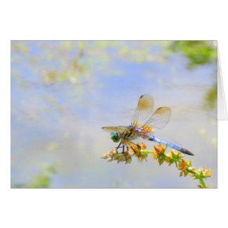 Tarjeta de nota en colores pastel de la libélula