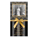 Tarjeta de oro del aniversario del damasco negro y tarjeta personal con foto