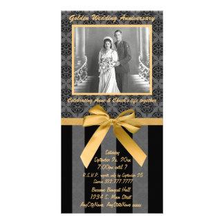 Tarjeta de oro del aniversario del damasco negro y tarjetas personales con fotos