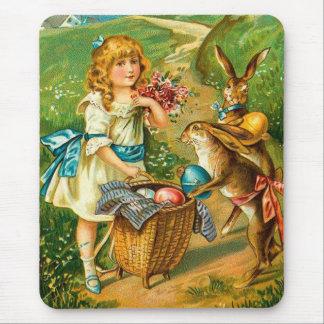Tarjeta de pascua del vintage con el chica y los tapete de raton