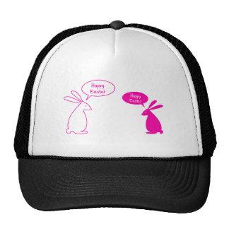 Tarjeta de pascua feliz con los conejitos rosados gorro