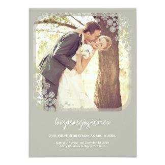 Tarjeta de Sr. y de señora First Christmas Wedding Invitación Personalizada