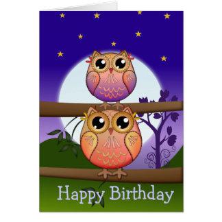 Tarjeta de texto del cumpleaños con los búhos lind