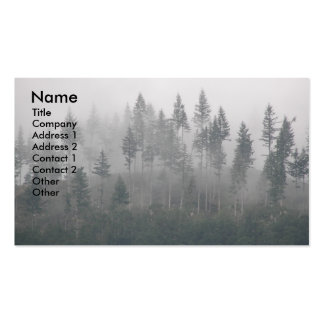 Tarjeta de visita brumosa de la foto del bosque