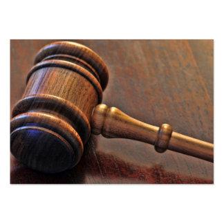 Tarjeta de visita del mazo del juez de madera