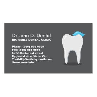 Tarjeta de visita dental del dentista con el dient