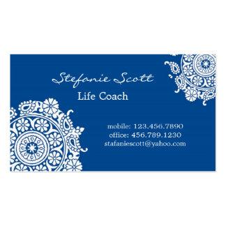 Tarjeta de visita elegante en azul real y blanco