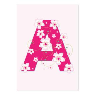 Tarjeta de visita floral rosada de la inicial A de