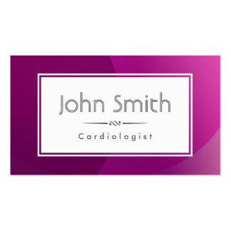 Tarjeta de visita púrpura con clase del cardiólogo