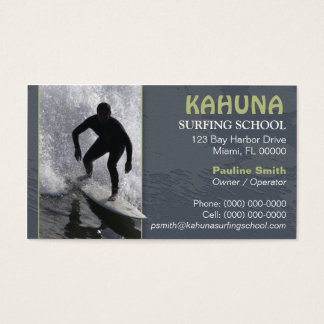 Tarjeta de visita que practica surf
